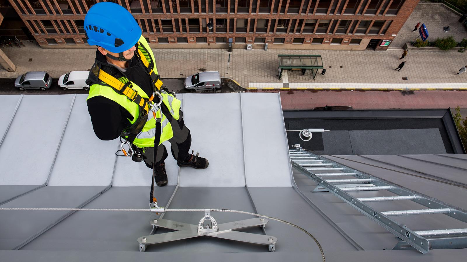 SecuRope na falcovaných střechách